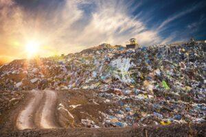 Müllberg bei Sonnenuntergang